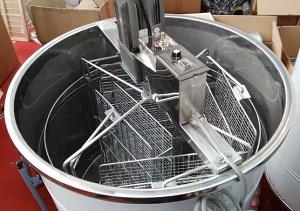 4 frame electric reversible honey bee extractor